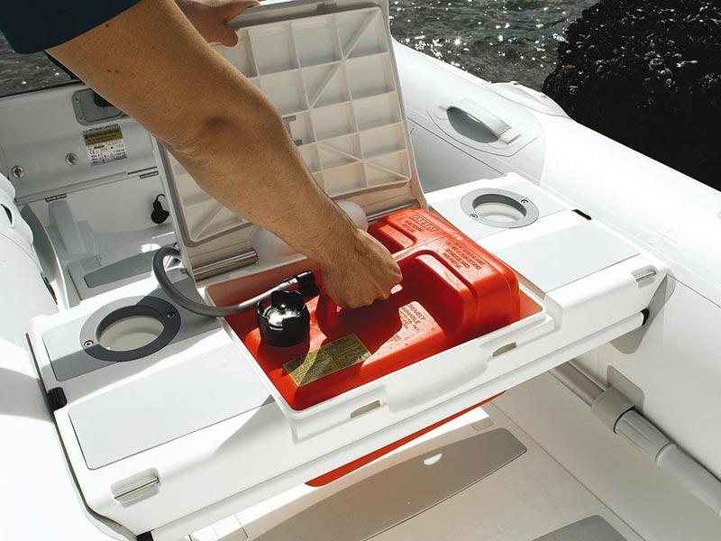 как закрепить бензобак в лодке пвх